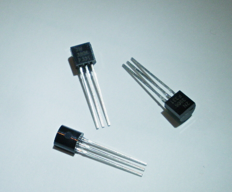 3 x PNP Transistor 2N3906